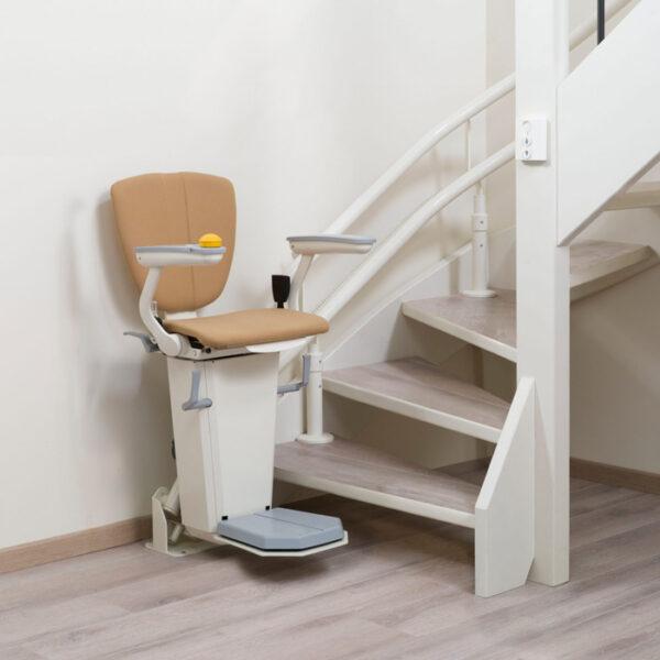 Cadeira elevatória para escada com curva