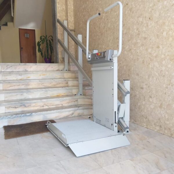 Plataforma elevatória para escada reta - Logic