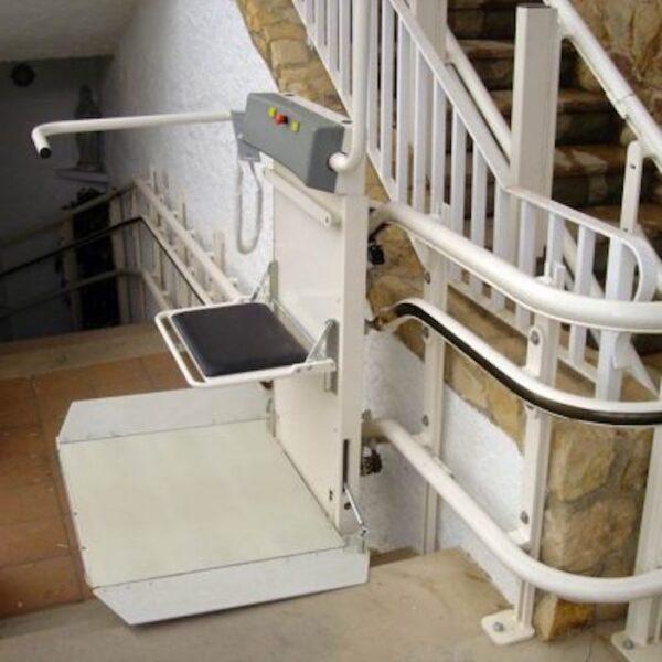 Plataforma elevatória para escada curva - Slim